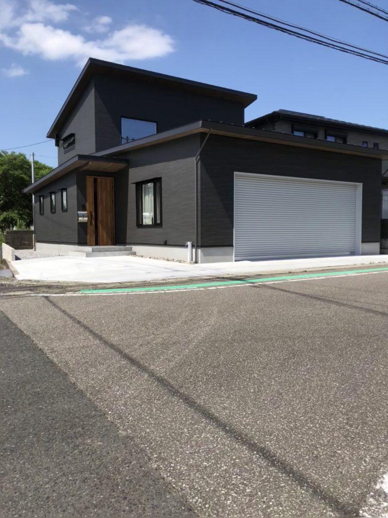 ガレージのある住宅